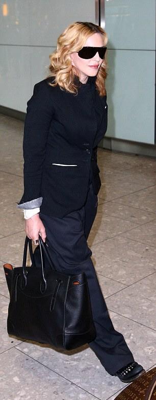 Madonna leaving New York, arriving in London Heathrow - 12 September 2016 (3)