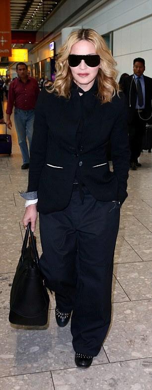 Madonna leaving New York, arriving in London Heathrow - 12 September 2016 (4)
