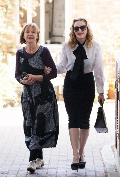 Madonna out and about in London - 13 September 2016 - Pictures  Video (4)
