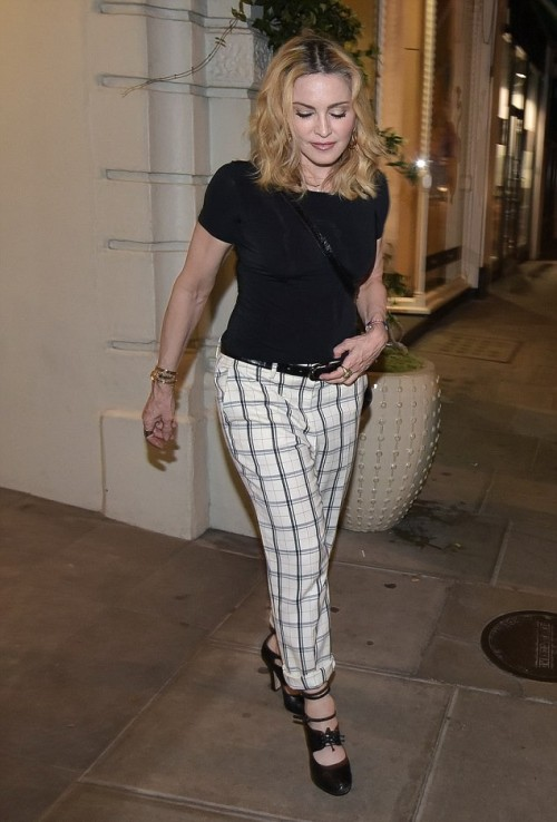 Madonna having dinner at Farmacy, London - 13 September 2016 - Pictures (1)
