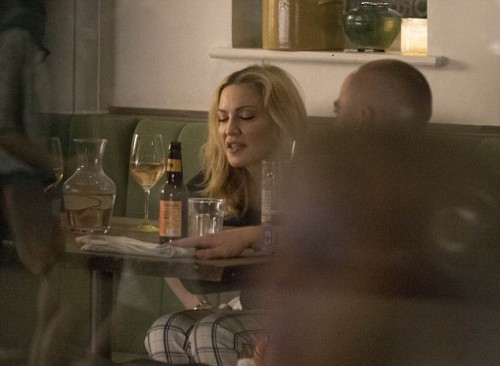 Madonna having dinner at Farmacy, London - 13 September 2016 - Pictures (16)