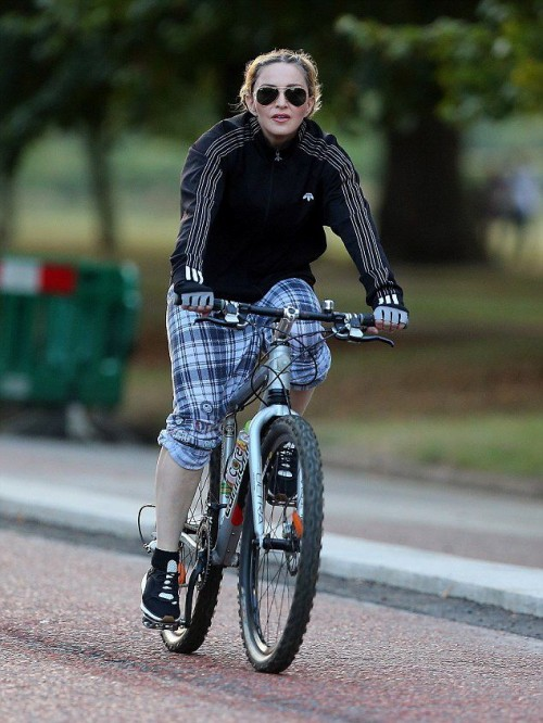 Madonna out and about in London - 15 September 2016 - Pictures (2)