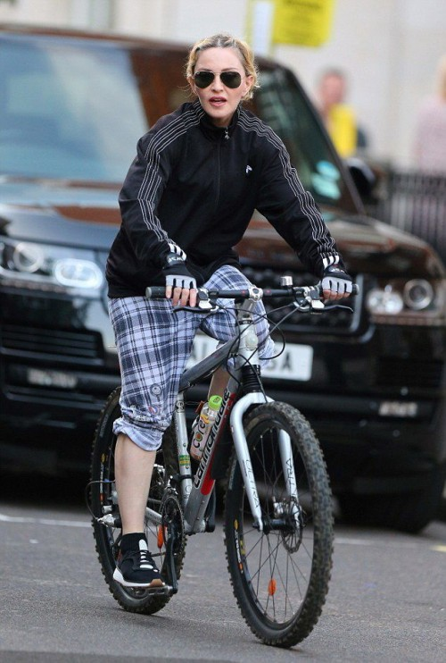 Madonna out and about in London - 15 September 2016 - Pictures (12)