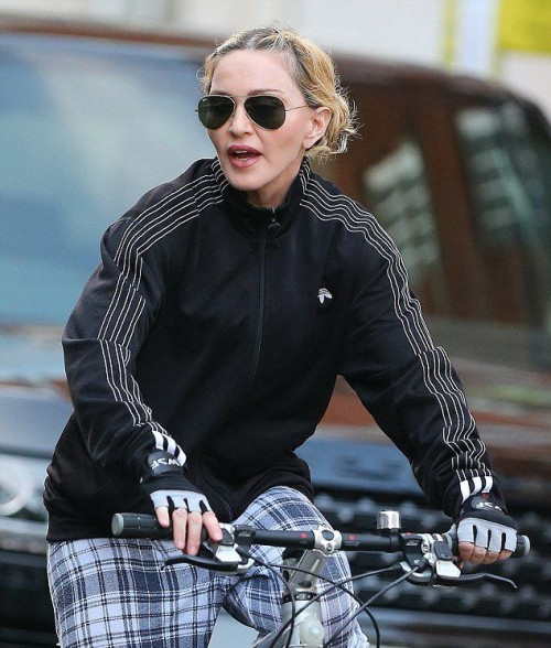Madonna out and about in London - 15 September 2016 - Pictures (15)
