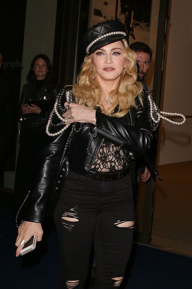 Madonna out and about in London 27 October 2016 - Pictures (16)