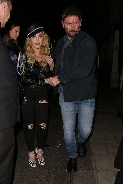 Madonna out and about in London 27 October 2016 - Pictures (53)