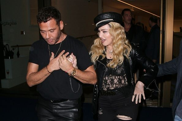 Madonna out and about in London 27 October 2016 - Pictures (57)