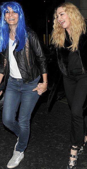 Madonna out and about in London - 28 October 2016 - Pictures (8)
