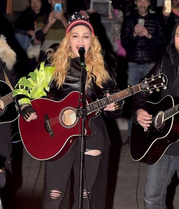 Madonna performs 5 acoustic songs at Washington Square Park  New York (14)