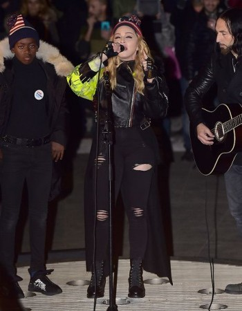 Madonna performs 5 acoustic songs at Washington Square Park  New York (25)