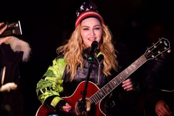 Madonna performs 5 acoustic songs at Washington Square Park  New York (32)