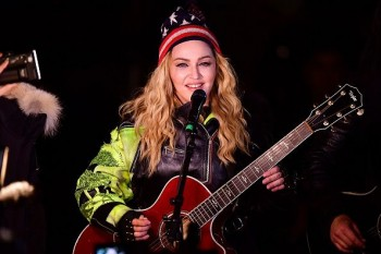 Madonna performs 5 acoustic songs at Washington Square Park  New York (34)