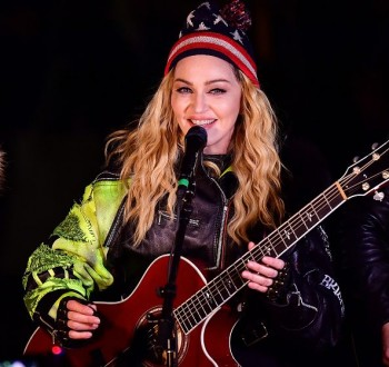 Madonna performs 5 acoustic songs at Washington Square Park  New York (40)