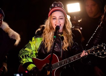 Madonna performs 5 acoustic songs at Washington Square Park  New York (48)