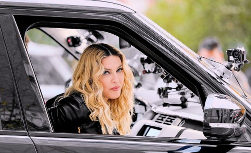 "Madonna shooting ""Carpool Karaoke"" video with James Corden, New York 16 November 2016 (1)"