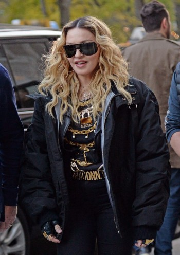 "Madonna shooting ""Carpool Karaoke"" video with James Corden, New York 16 November 2016 (2)"