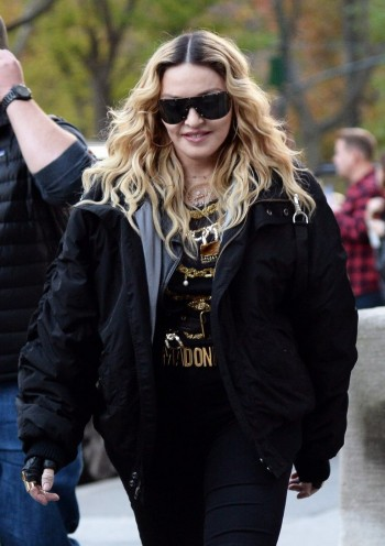 "Madonna shooting ""Carpool Karaoke"" video with James Corden, New York 16 November 2016 (3)"