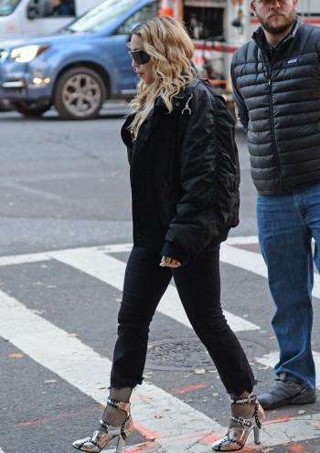 "Madonna shooting ""Carpool Karaoke"" video with James Corden, New York 16 November 2016 (4)"