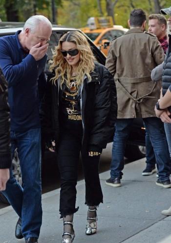 "Madonna shooting ""Carpool Karaoke"" video with James Corden, New York 16 November 2016 (8)"