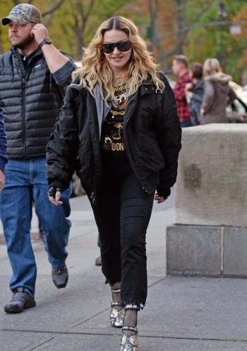 "Madonna shooting ""Carpool Karaoke"" video with James Corden, New York 16 November 2016 (13)"