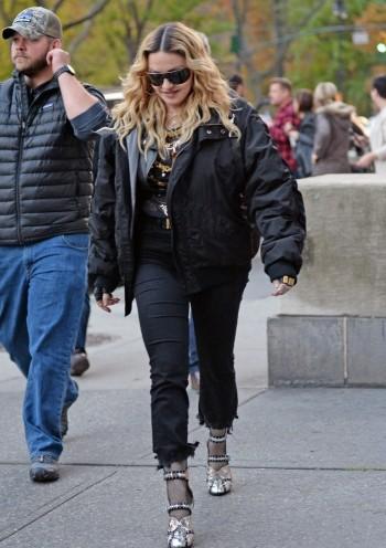 "Madonna shooting ""Carpool Karaoke"" video with James Corden, New York 16 November 2016 (16)"