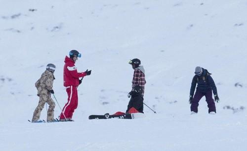 Madonna skiing in Verbier, Switzerland - 29 December 2016 - Pictures (8)