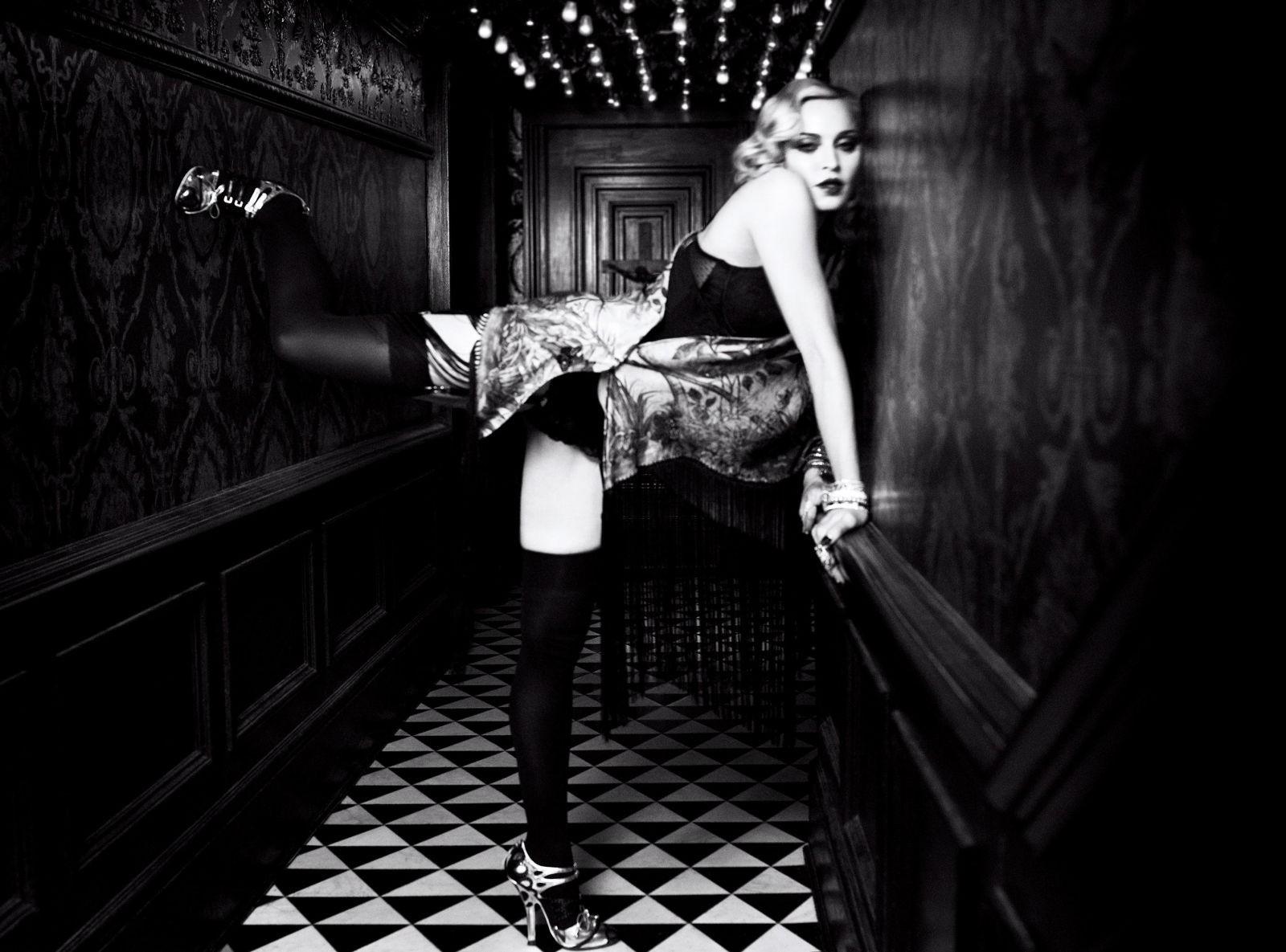 Madonna    - Página 13 20170110-media-madonna-harpers-bazaar-06