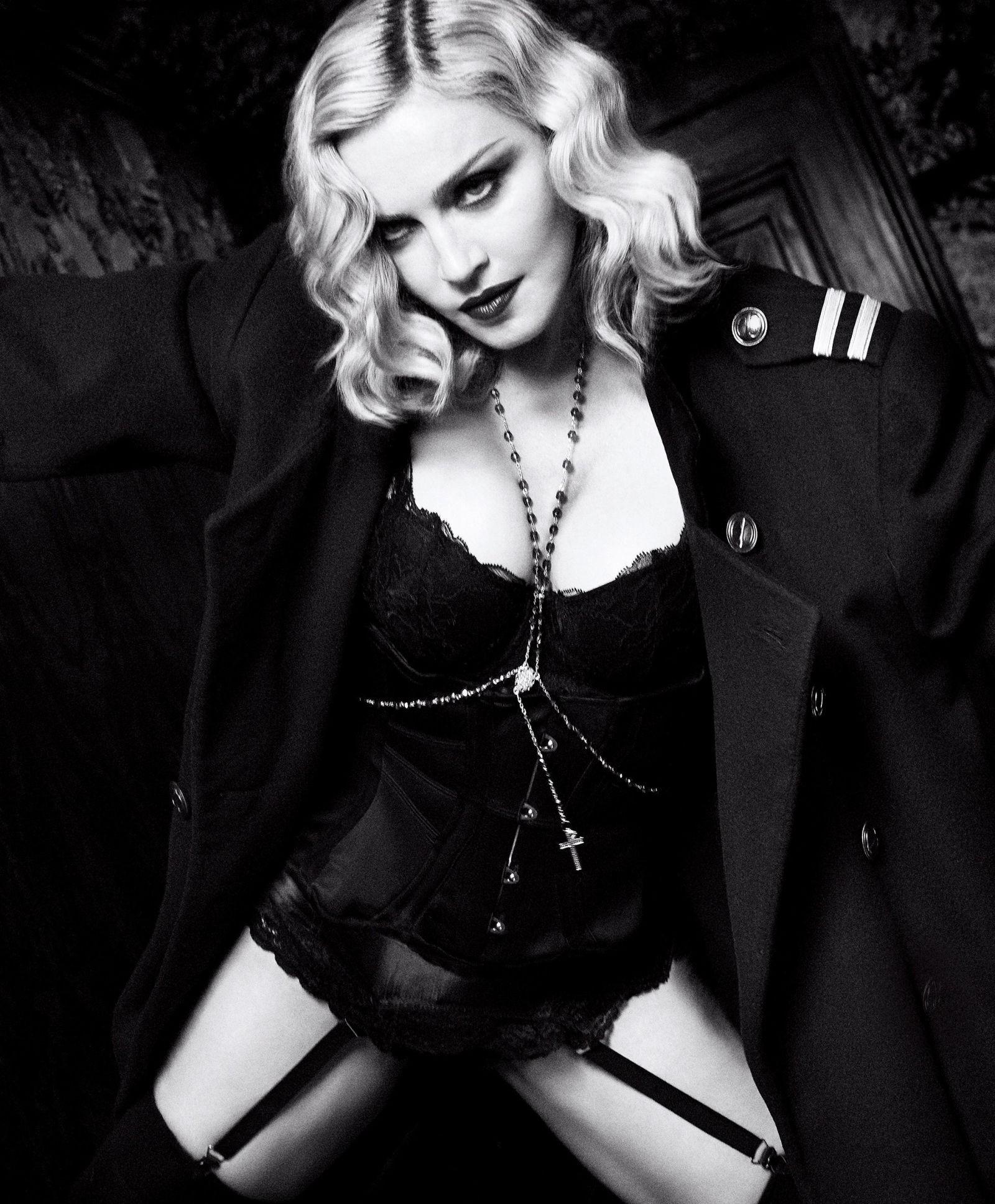 Madonna    - Página 13 20170110-media-madonna-harpers-bazaar-08