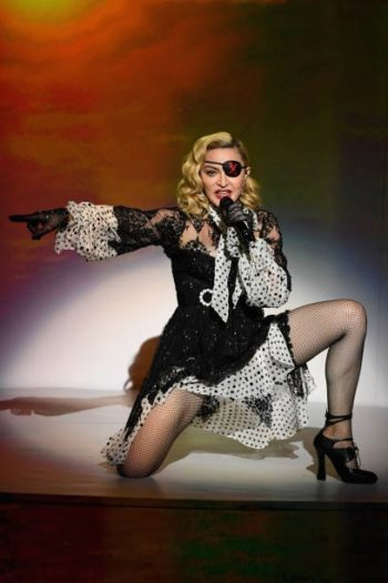 Madonna performs Medellín at the 2019 Billboard Music Awards - 1 May 2019 - Pictures (6)