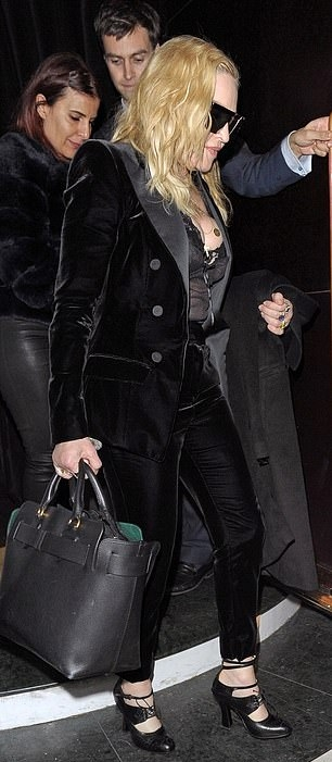 Madonna out and about in London - 29 November 2018 (16)
