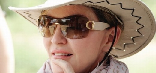 Madonna visits Malawi with her family [2 April 2013 - Pictures]