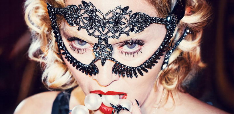 Madonna wins 'Favorite Music Icon' Award at the People's Choice Awards 2016