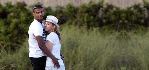 Madonna and Brahim Zaibat on the beach in The Hamptons [Summer 2011 - 4 pictures]