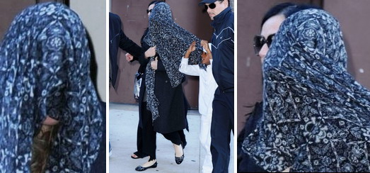 Madonna at the Kabbalah Centre in New York [8 October 2011 – HQ Pictures + Video]