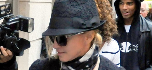 Madonna at the Kabbalah Centre in New York [12 November 2011 - HQ Pictures]