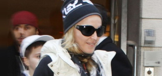 Madonna at the Kabbalah Centre in New York [10 December 2011 - HQ Pictures]