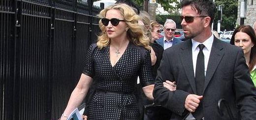 Madonna se rend aux funérailles de David Collins en Irlande [23 juillet 2013]