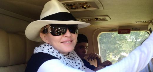 Madonna visite l'Île-à-Vache avec Sean Penn, Haïti [26 novembre 2013 – Photos]