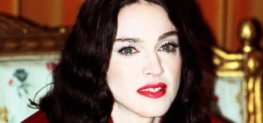 Madonna à la conférence de presse 'Ray of Light' à Stockholm [Vidéo - 1998]