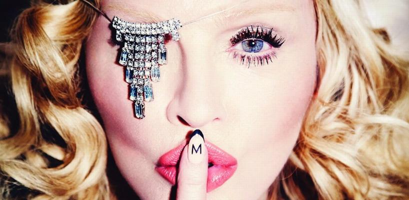 La couverture officielle du calendrier 2016 de Madonna
