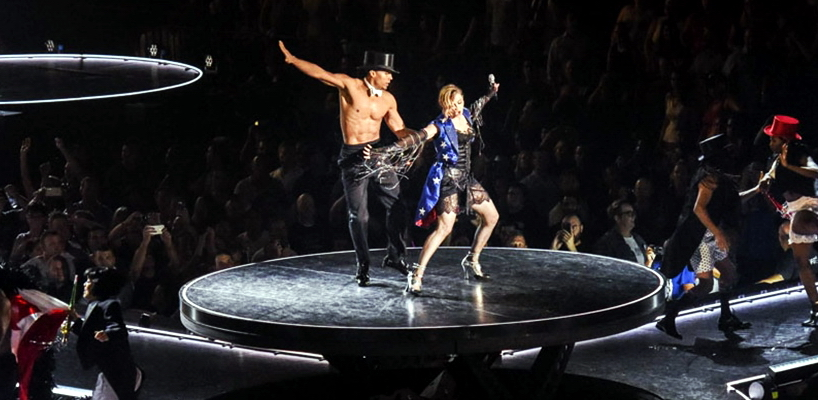 La scène du Rebel Heart Tour par Stufish