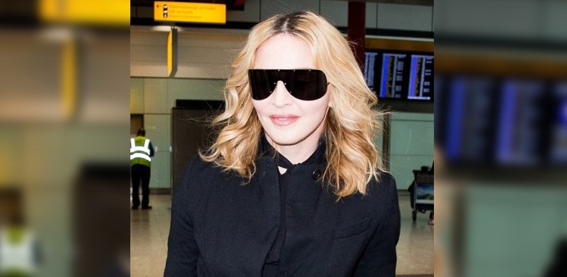 Madonna arrive à l'aéroport d'Heathrow à Londres [12 Septembre 2016 - Photos]