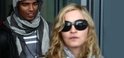 Madonna, ses enfants et Brahim Zaibat à l'aéroport d'Heathrow [16 août 2011 - 29 pictures]