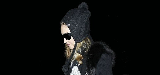Madonna arrive à l'aéroport LAX à Los Angeles [12 janvier 2012 - Photos]