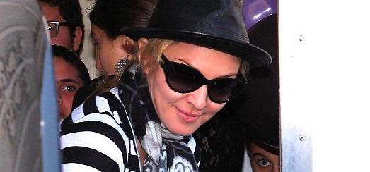 Madonna au centre de Kabbale à Beverly Hills [25 février 2012 – Photos]
