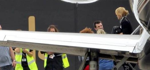 Madonna à l'aéroport Luton de Londres [23 juin 2012]
