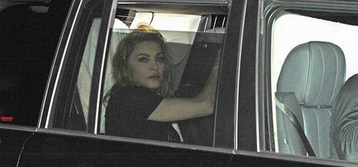 Madonna quitte l'arène du o2 World à Berlin [1 Juillet 2012]