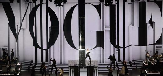 Un regard exceptionnel sur la scène du MDNA Tour par Moment Factory