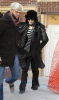 20110210-pictures-madonna-leaves-apartment-new-york-02