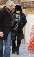 20110210-pictures-madonna-leaves-apartment-new-york-03